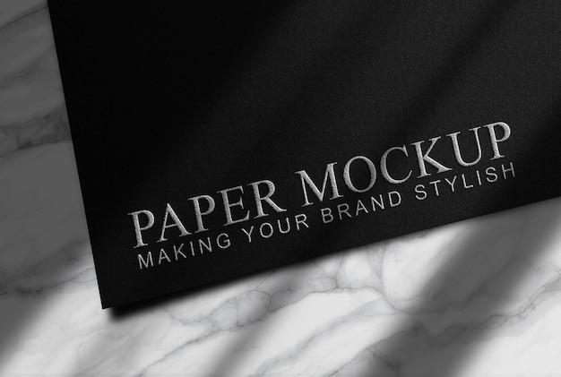 Maquete de papel preto com relevo de prata luxuosa