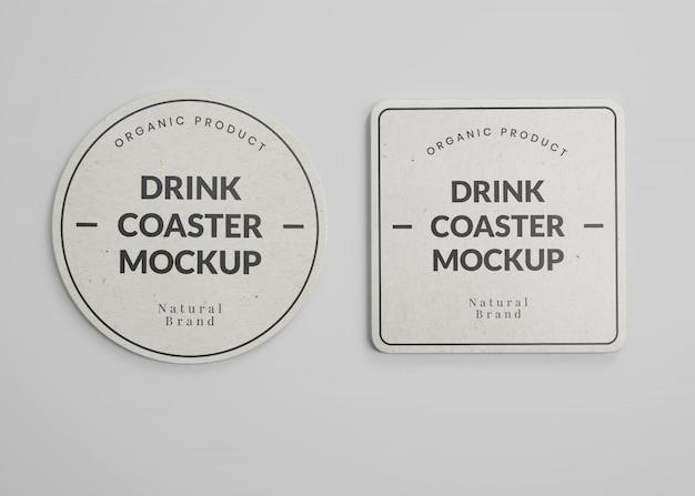Maquete de papel quadrado e redondo para copos de bebida em vista superior