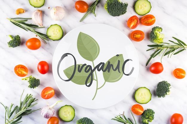 Maquete de papel redondo e alimentos orgânicos