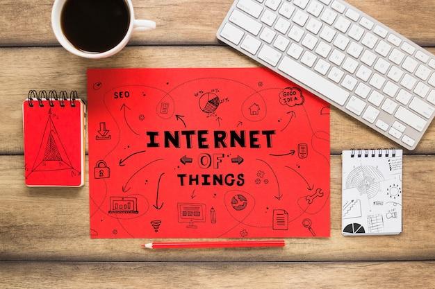 Maquete de papel vermelho com internet do conceito de coisas