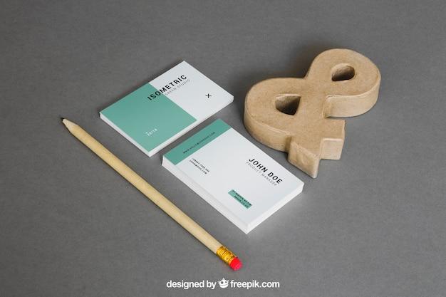 Maquete de papelaria com cartões de visita e comercial