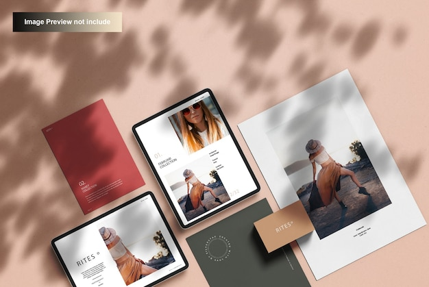 Maquete de papelaria corporativa e tablet digital, vista superior