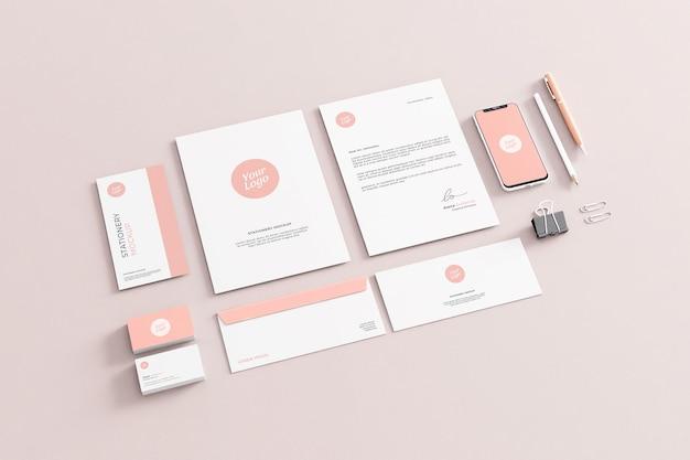 Maquete de papelaria da empresa rosa para negócios realista