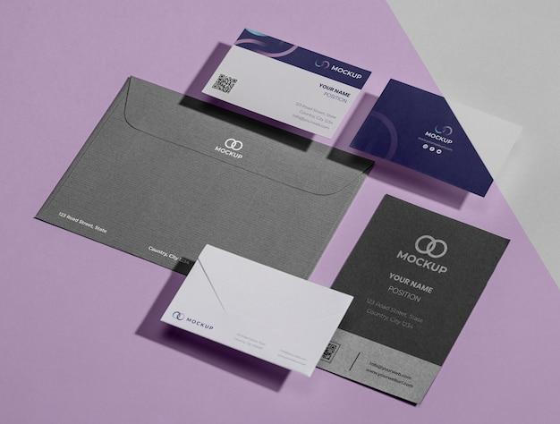 Maquete de papelaria de escritório com papel