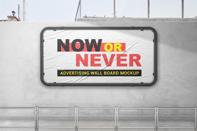 Maquete de placa de anúncio ao ar livre