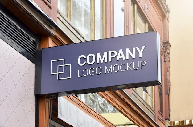 Maquete de placa de sinalização de retângulo moderno para apresentação do logotipo. Psd Premium