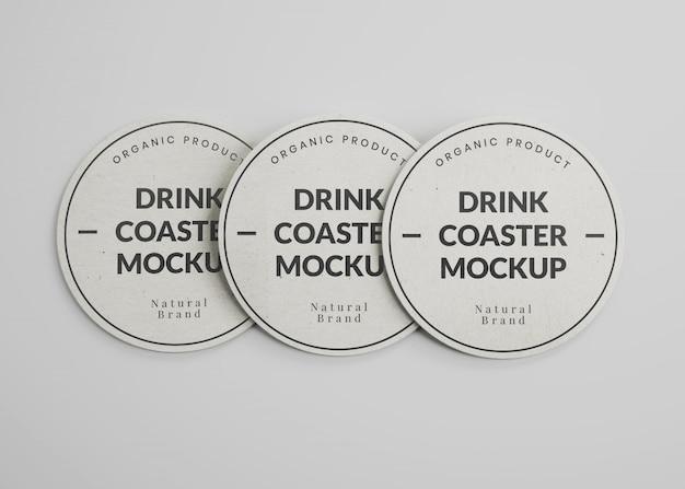 Maquete de porta-copos de papel redondo para bebidas na vista superior