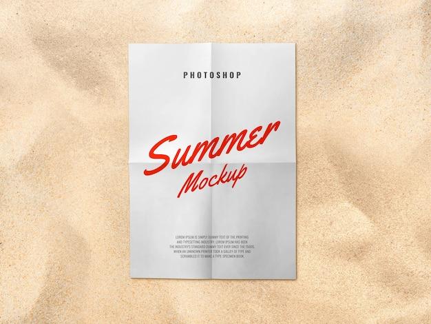 Maquete de pôster de papel na praia de areia verão