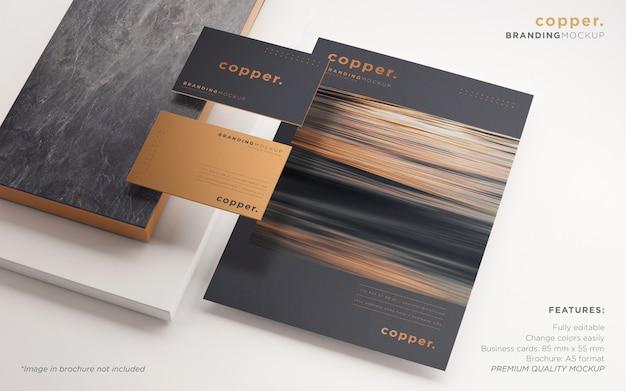 Maquete de psd de papelaria de marca elegante em escuro e cobre