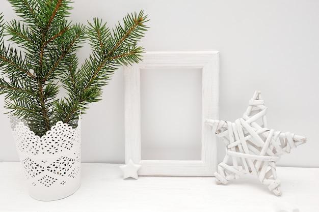Maquete de quadro branco de natal com árvore e estrela