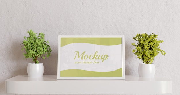 Maquete de quadro branco na mesa de parede com plantas de casal
