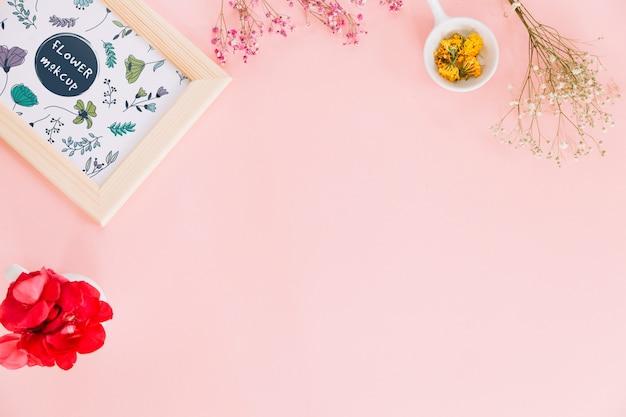 Maquete de quadro com decoração floral