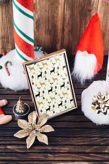 Maquete de quadro com elementos de natal