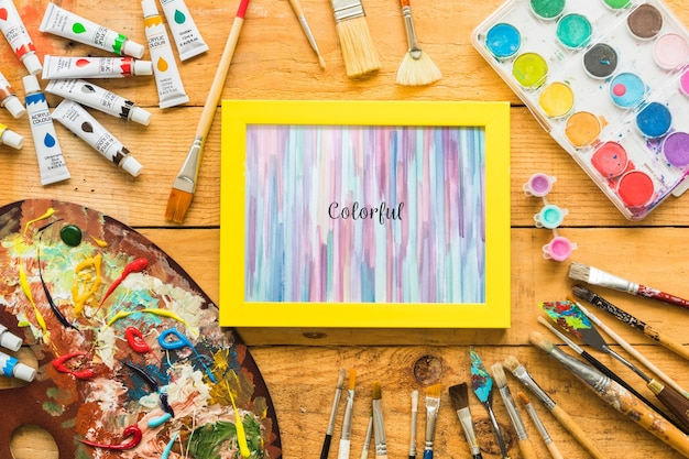 Maquete de quadro com materiais de pintura