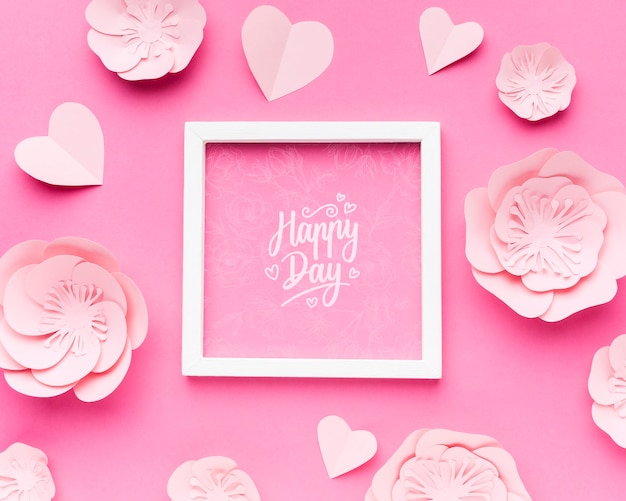 Maquete de quadro de casamento com flores de papel e corações