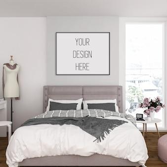 Maquete de quadro em quarto com moldura horizontal preta