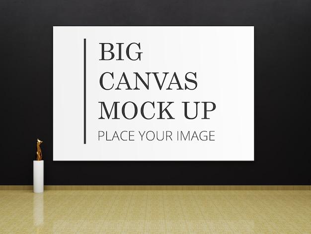 Maquete de quadro grande para arte na galeria com a estátua dourada do gato