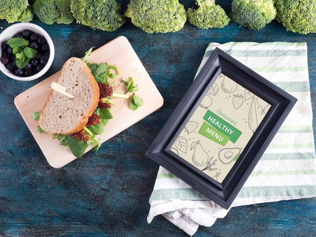 Maquete de quadro plana leiga com comida saudável