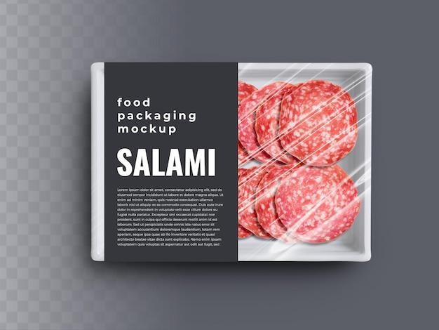 Maquete de recipiente de bandeja de caixa de comida com salame fatiado em embalagem de plástico e rótulo de capa de papel