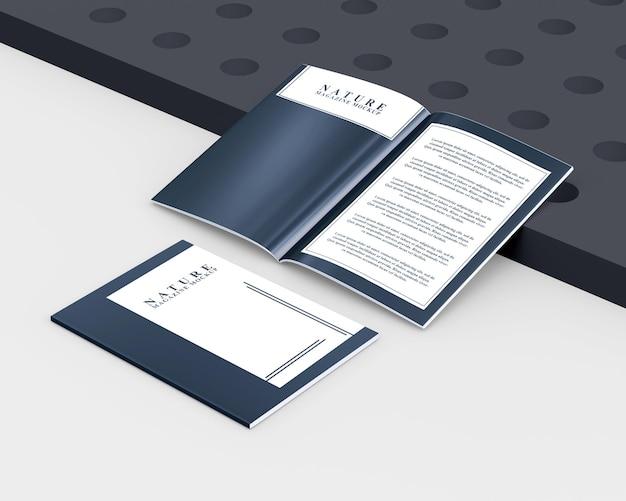 Maquete de revista com vista frontal da capa e editorial interno