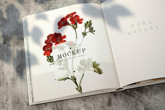Maquete de revista floral com espaço em branco