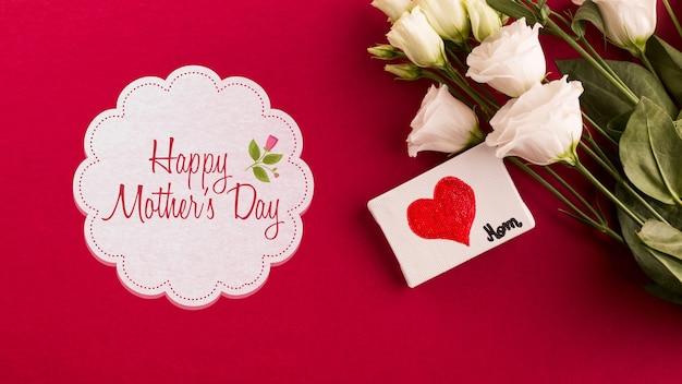 Maquete de rótulo com conceito de dia das mães