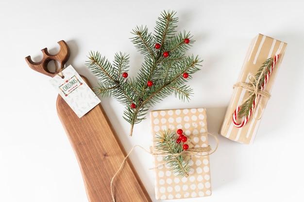 Maquete de rótulo de natal com presentes