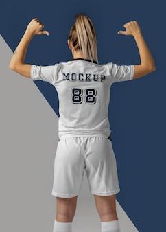 Maquete de roupas para jogador de futebol feminino