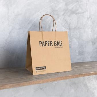 Maquete de saco de papel na prateleira