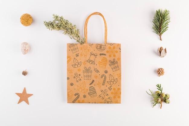 Maquete de sacola de compras com conceito de natal