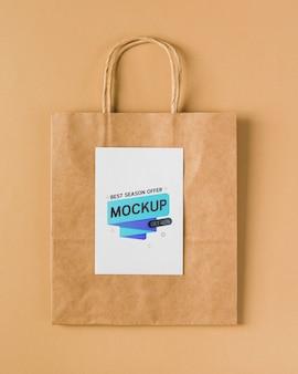 Maquete de sacola de papel de vista superior com alças