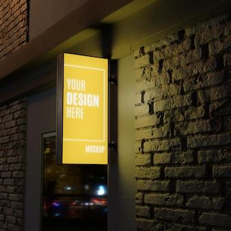Maquete de sinalização amarela noturna de negócios