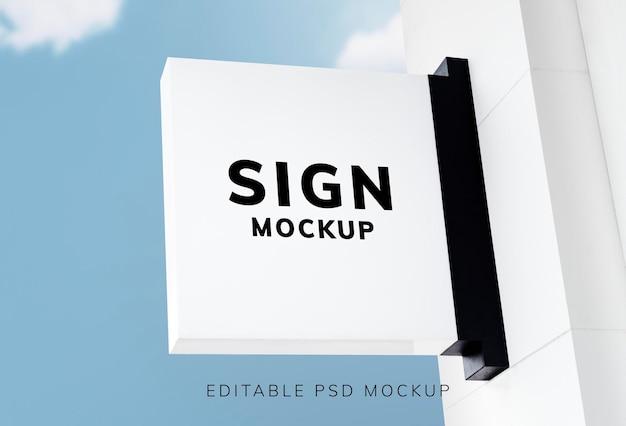 Maquete de sinalização branca psd em estilo vintage contra o céu