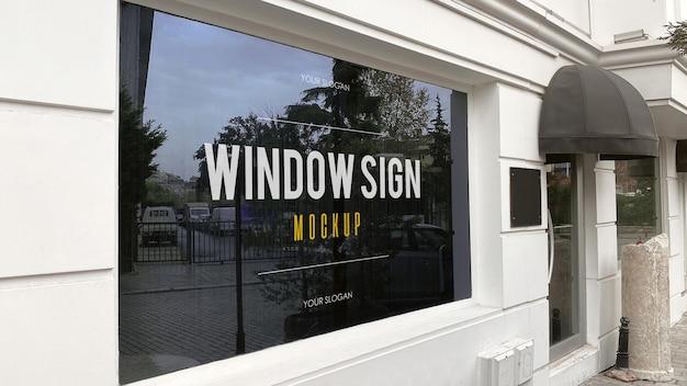 Maquete de sinalização de janela em restaurante moderno