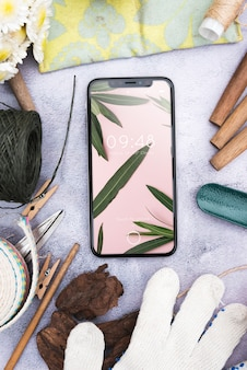 Maquete de smartphone com conceito de jardinagem