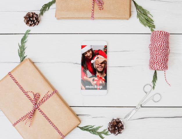 Maquete de smartphone com conceito de natal