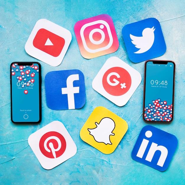 Maquete de smartphone com o conceito de mídia social