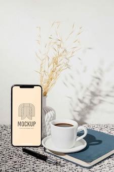 Maquete de smartphone contemporânea de natureza morta