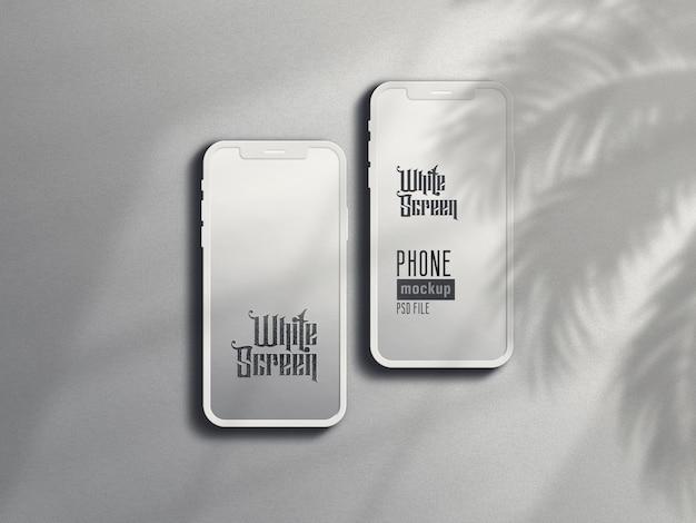 Maquete de smartphone de argila branca com sombra de folhas