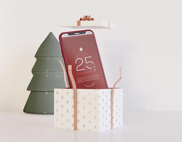 Maquete de smartphone dentro do presente de natal