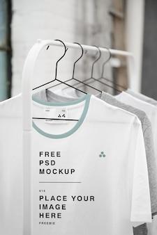 Maquete de t-shirt de suspensão