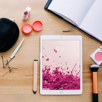 Maquete de tablet com conceito cosmético
