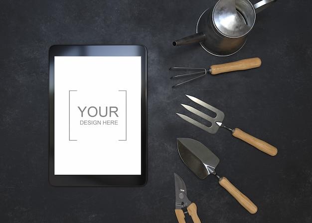 Maquete de tablet com ferramentas de jardinagem