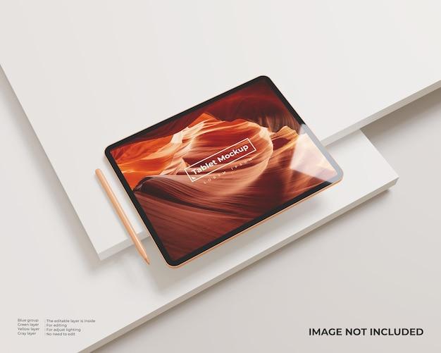 Maquete de tablet com orientação paisagem com caneta