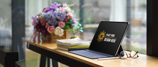 Maquete de tablet digital com teclado