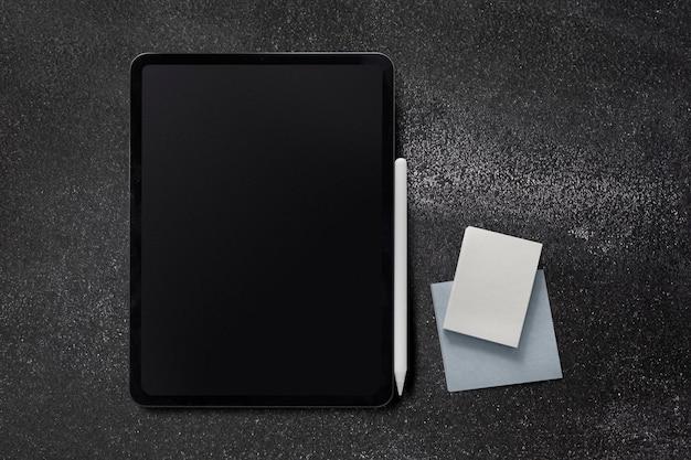 Maquete de tablet digital em fundo preto