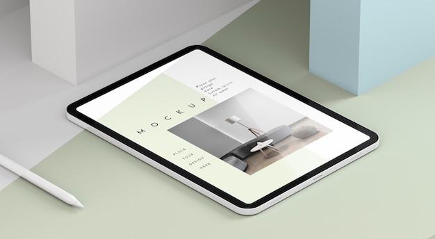 Maquete de tablet moderno de ângulo alto com caneta