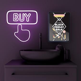 Maquete de tablet no banheiro com luzes de neon roxas