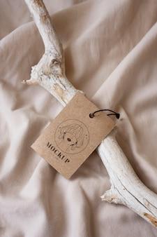 Maquete de tag de cabide de roupas artesanais