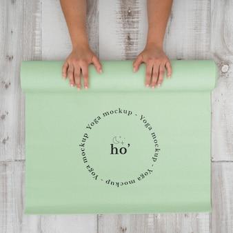 Maquete de tapete de ioga no chão